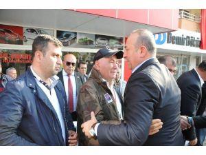 Bakan Çavuşoğlu'ndan Şehidin Ailesine Taziye Ziyareti