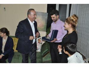Çavuşoğlu'ndan Şehit Haberiyle Düğünlerini İptal Eden Çifte Sürpriz Ziyaret