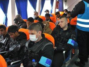 131 sığınmacı Dikili'ye getirildi