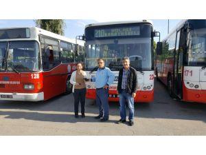 Belediye otobüs şoförü, bulduğu para dolu cüzdanı sahibine teslim etti