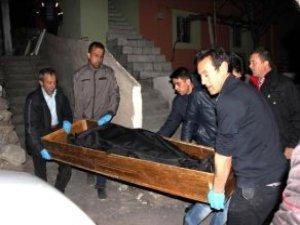 4 Çocuk Annesi Eşini Baltayla Öldürdü