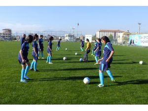 Hacı Mustafa Bankoğlu Ortaokulu Kız Takımı Antalya'yı Temsil Edecek