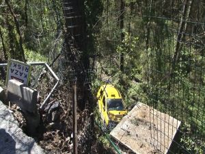 'Kaza riski' tabelasına çarpıp uçuruma yuvarlandı