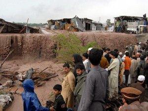 Pakistan'da şiddetli yağışlar 63 can aldı