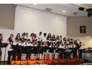 Çocuklardan 'Gülen Şarkılar'