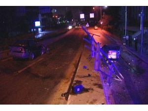 Otomobil çarptığı bariyerlerle bağlantı yoluna uçtu: 3 yaralı
