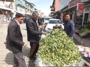 Malazgirt'te Baharın Müjdecisi Çiriş Tezgâhlarda Yerini Aldı
