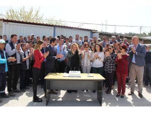 Personelinden Başkan Uyar'a Sürpriz Kutlama