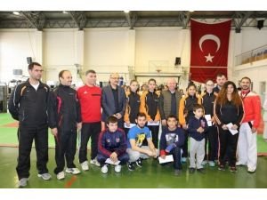 Başkan Çolakbayrakdar Türkiye Şampiyonlarını Ödüllendirdi