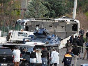 Diyarbakır'da Bomba Yüklü Araçla Yapılan Saldırıda Şehit Sayısı 8'e Yükseldi