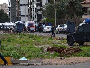 Bağlar'daki terör saldırısında yaralanan polis şehit oldu