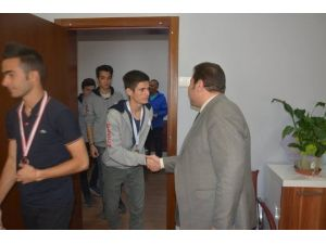 Öğrencilerden Koç'a Ziyaret