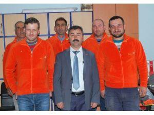 Pazarlar Belediyesi İşçilerine Elbise Dağıtıldı
