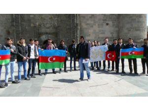 Erzurum'da Eğitim Gören Azerbaycanlı Üniversite Öğrencileri, Türkiye'den Destek İstedi