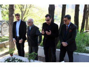 Sadri Alışık 91'inci Doğum Gününde Mezarı Başında Anıldı