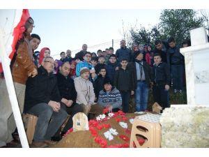 Küçük Öğrencilerden Şehit Mezarına Ziyaret