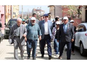 Başkan Kurt, Gündoğdu Mahallesindeki Çalışmaları Yerinde Gördü