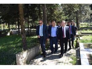 Düzce Lisesi Parkı Ve Mezarlıklar İncelendi