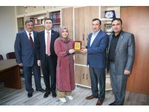 Yozgat Şehitler Fen Lisesi YGS'de Türkiye 93'üncüsü Olan Öğrencisini Ödüllendirdi