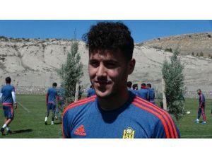 Alima Yeni Malatyaspor'un Genç Futbolcusu Serhat Forma Bekliyor