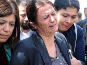 İlk Kez Gitti! Türkan Elçi, Eşinin Vurulduğu Sokakta Gözyaşlarına Boğuldu