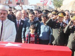 Şehit astsubay Karabakla son yolculuğuna uğurlandı