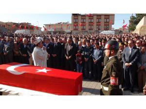 Şehit Astsubay Selçuk Karabakla göz yaşlarıyla toprağa verildi