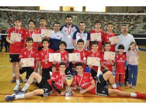 Yamanlar Voleybol'da Beş Yıl Üst Üste Türkiye Şampiyonu
