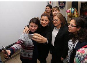 Güneydoğunun İlk Kadın Bakanından Kılıçdaroğlu'na Tepki