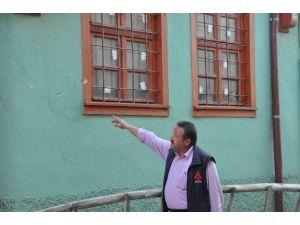 Akşehir'de Muhtarın Evi Kurşunlandı