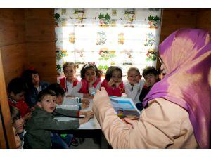 Çocuklar 'Tren Kütüphane'ye akın ediyor