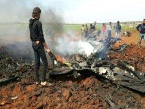 Düşürülen Suriye Uçağının Pilotunu İdlib Sokaklarında Dolaştırdılar