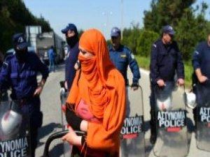 Yunanistan Türkiye'ye Göçmen İadelerini Durdurdu