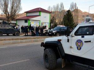 Tunceli'de yaralanan polis memuru şehit oldu