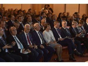 Türkiye İle Hollanda Ticaret Ve Yatırım Fırsatları Lahey'de Ele Alındı