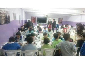 Afyonkarahisar'da Ortaokullar Arası Satranç Şenliği Düzenlendi