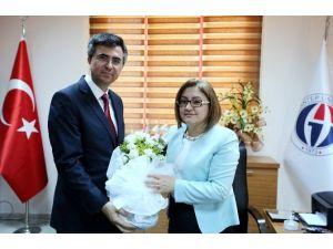 Gaziantep Büyükşehir Belediye Başkanı Fatma Şahin'den Oğuzeli Meslek Yüksekokulu'na Övgü