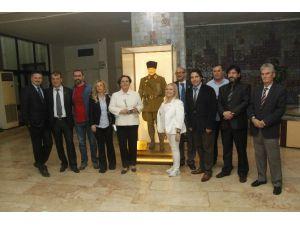 İzmirli Gazetecilerin Başkanı Yeniden Misket Dikmen