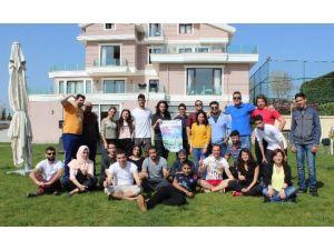 Bağımlılıkla Mücadelede Farklı Ülkelerden Gençler Bir Arada