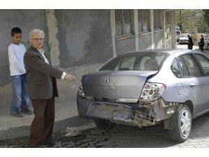 Arabasına Çarptılar Dayak Atıp Kaçtılar