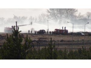 Kışlada yangın paniği: Askerler parkalarıyla müdahale etti