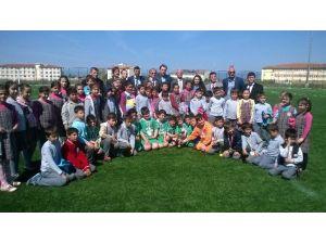 İlkokullar Yeşil Sahada Yarıştı