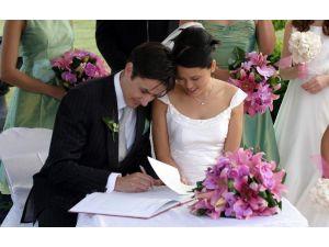 1 Yılda 3 Bin 768 Çift Evlendi
