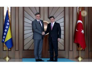 Başbakan Davutoğlu, Bosna-Hersekli misafirini köşkte törenle karşıladı