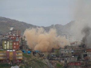 Erdoğan ve Bahçeli Gündeme Getirdi, Şırnak'ta Bomba Dolu Bina Uzaktan Patlatıldı