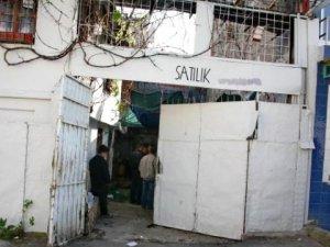 İzmir'de Korkunç Görüntü! 10 Atı Kestiler, Kahvaltıyı Bırakıp Kaçtılar