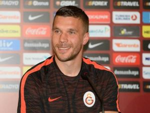 Podolski: Antrenör değişiklikleri takım içinde huzursuzluk çıkardı