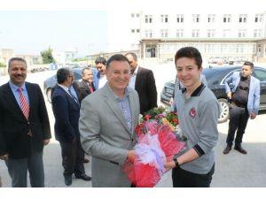 Başkan Savaş Dörtyol'da Öğrencileri Ziyaret Etti