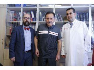 Parkinson Hastalarına Uyanıkken Beyin Pili Takılıyor