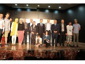 'Şaka Gibi' Adlı Tiyatro İzleyicilerle Buluştu